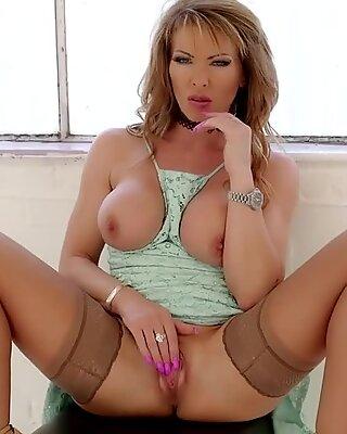 brit Milf Lynda Strips Masturbates Pussy To Get fresh room