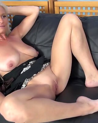 Milf Posing Naked and Gets Dicked