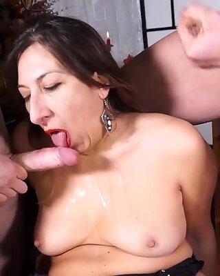 Scambisti Maturi - Chubby Italian Mature Rough Anal Threesome Casting with two Big Dicks