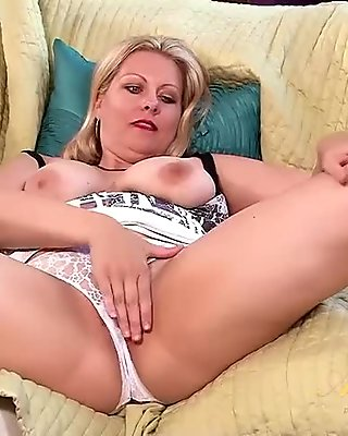 Fat BBW blonde mature milf loves smelling her pussy