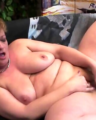 Mommy loves playing with her pussy
