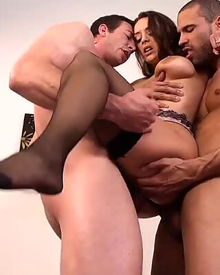 Pleasing two dicks at once is a hobby of horny Liza del Sierra