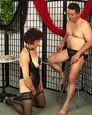 Pervert granny in latex gives blowjob