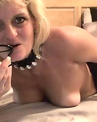 Marie WadsWorthy mature milf slut