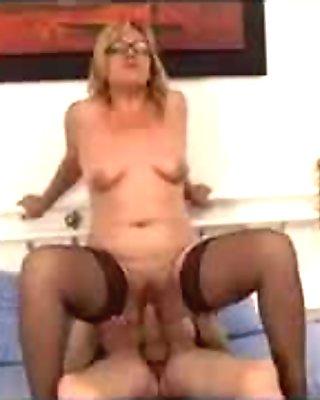 Mamma bionda e zoccola