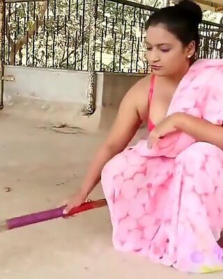 Indian unsatisfied bhabi making maza with hubbys mate