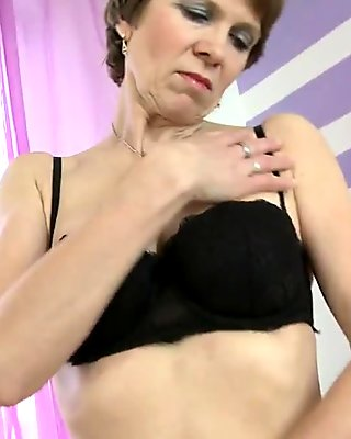 Mature mother with hairy hungry cunt
