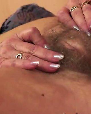 Amateur babe scissoring mature woman
