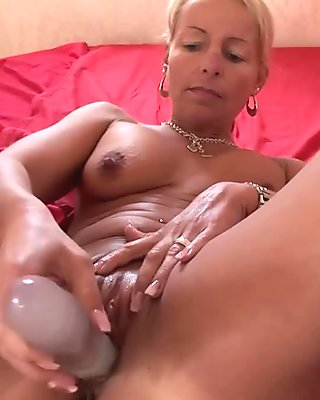Blonde Cougar Showing Her Pussy Dildo Fucking Skills