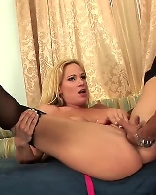 Horny Cougar Needs Hard Dick