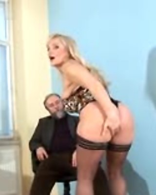 Mature playgirl strives for hardcore sex and burns with lust