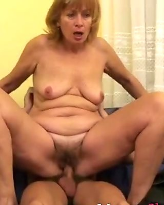 Hotmilf getting her snatch licked