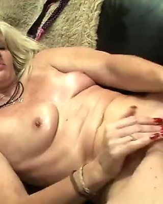 Amateur european tattoed mumsy showing dirty mature pussy