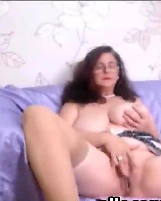 Amateur horny granny webcam