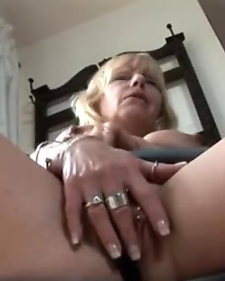 Mature blonde solo dildo