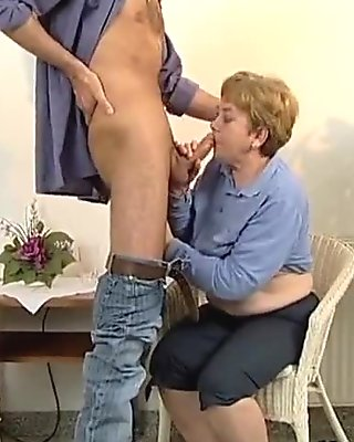 Horny housewive goes crazy rubbing her