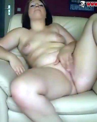 BBW fingering her wet pussy