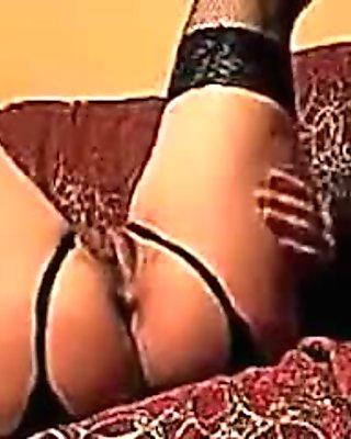 I'm boning a mature hottie on webcam