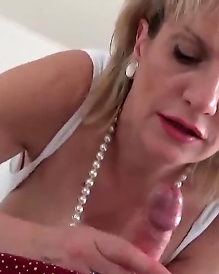 Cheating english mature lady sonia exposes her massive boobs