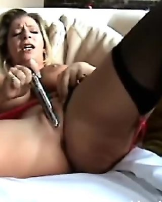 Mature Wife Fucks Her Pussy