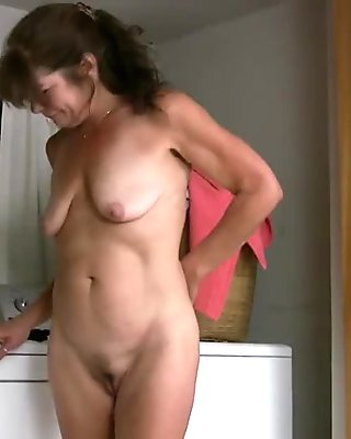 Mature Melissa Taylor gets naked