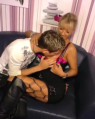 Amateur youngster tames big-titted German cougar