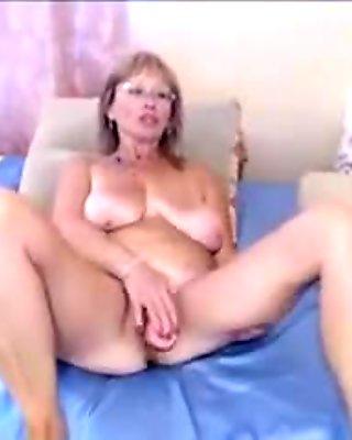 Mature woman I'd like to fuck Uses A Sex Tool On Webcam