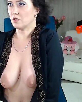 hot milf dildoing on webcam