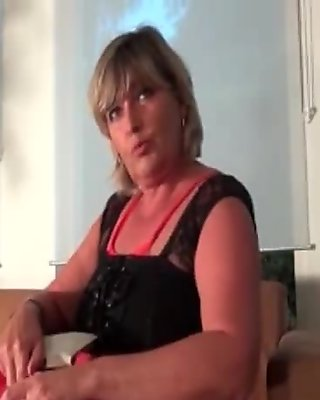 Nasty mature slut gets horny clip