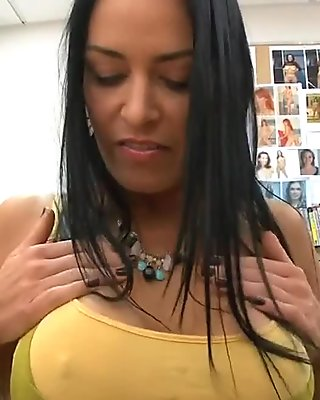 Casting her pussy and she gets the job done