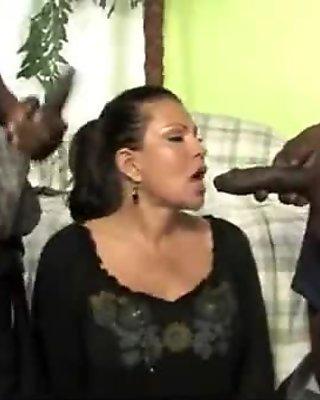 Hot mom receive a huge black dick porn video 5