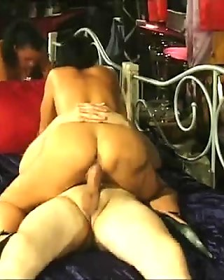 Big booty Milf pleases one lucky guy