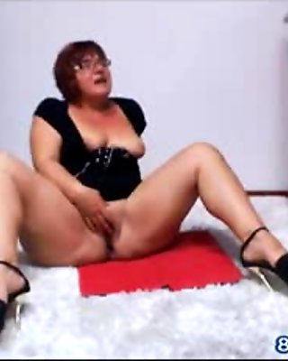 Chubby Girl Plays with Herself on Webcam