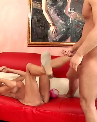 Erica Lauren likes to fuck a younger guy on the couch