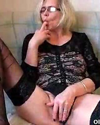 granny screws her knuckle when there is no cock around