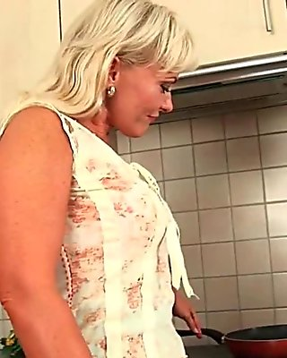 Mature mom knows how to unload a cock