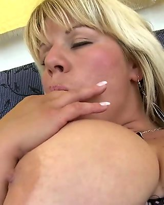 MOM with very big boobs and sex hunger