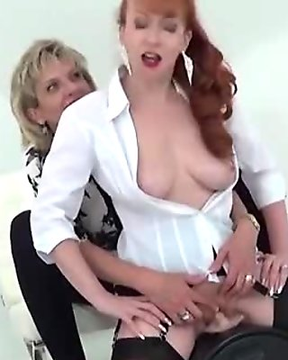 Unfaithful british milf lady sonia reveals her large breasts